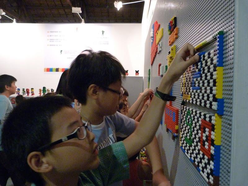 Taipei. Songshan Cultural and Creative Park. Nathan Sawaya. LEGO - P1230064.JPG