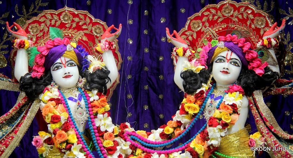 ISKCON Juhu Sringar Deity Darshan on 10th July 2016 (38)