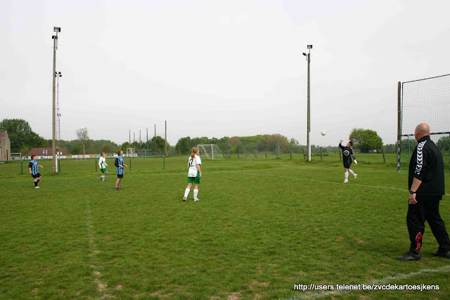 Stickergirls - Asse - damesvoetbal_Opwijk_5.jpg