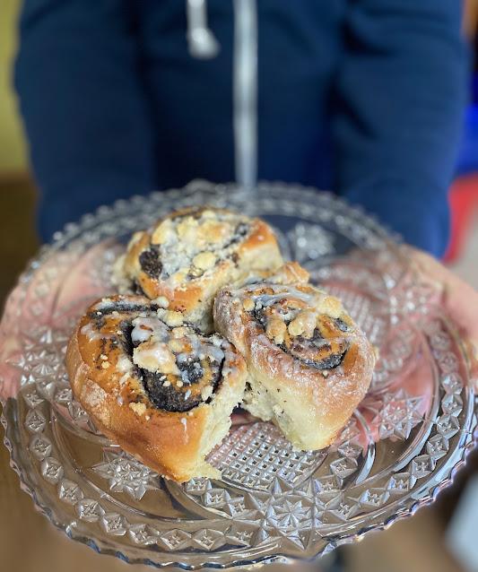 Mohnschnecken mit Streuseln und Zuckerguss