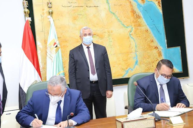 """وزير الزراعة يشهد توقيع بروتوكول تعاون  بين """"البحوث الزراعية"""" و """"الريف المصري"""