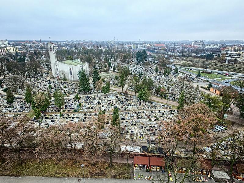 wynajem drona zdjęcia z lotu ptaka z drona cmentarz Nowofarny przy ul Altyleryjskiej Zaświat w Bydgoszczy w HDRach z lotu ptaka