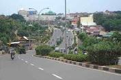 Perempuan Dibegal Pemotor di Jalan Raya Juanda Depok
