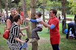 Spiderman zachraňuje dítě ze své sítě