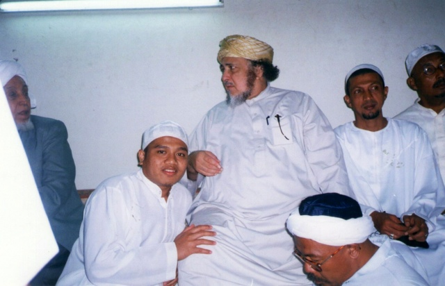 Laskar Fpi Gus Dur Itu Sesat Murid Sayid Alwi Almaliki Gus Dur