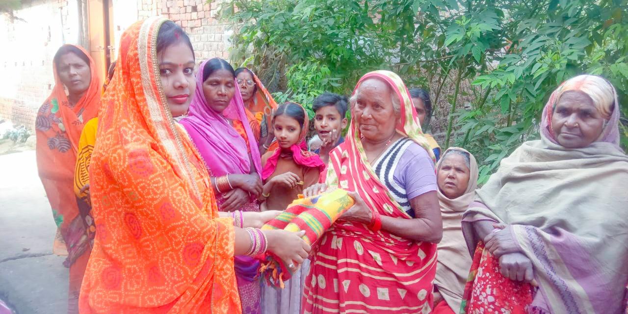 जगदीशपुर: प्रतिमा सिंह ने गरीबों के बीच किया कंबल का वितरण, जाना हालचाल