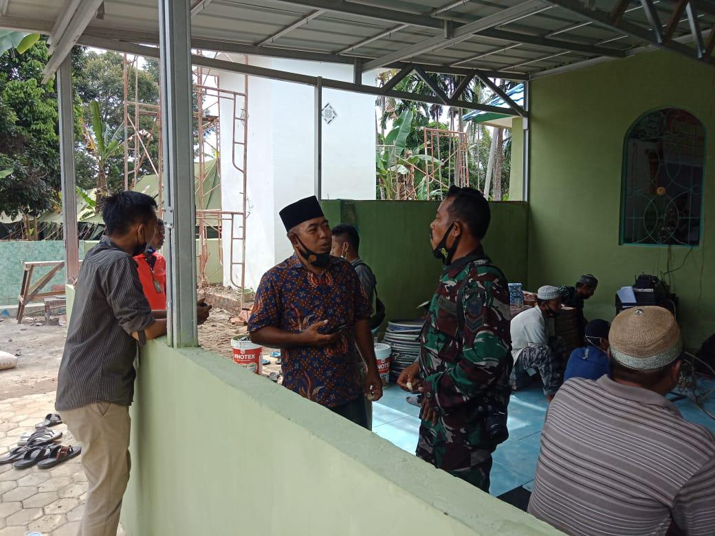 Renovasi masjid Nurul Imam, sebagai hadiah dari satgas kepada warga menyambut bulan ramadhan.