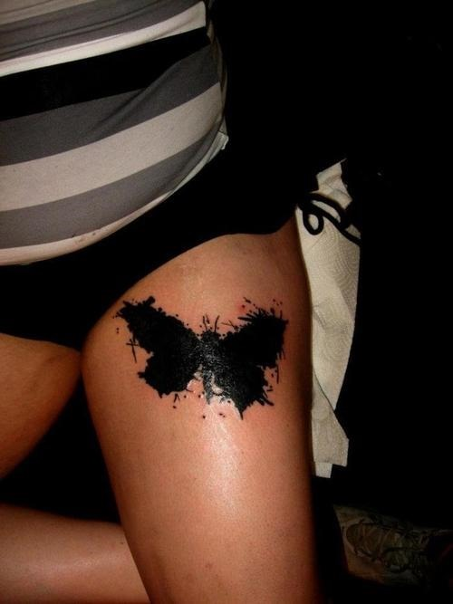 borboleta_preta_tatuagem_na_coxa