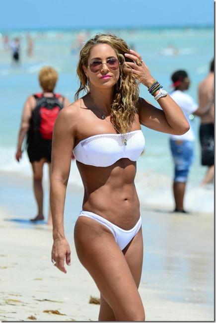 Nicole aniston and nude beach
