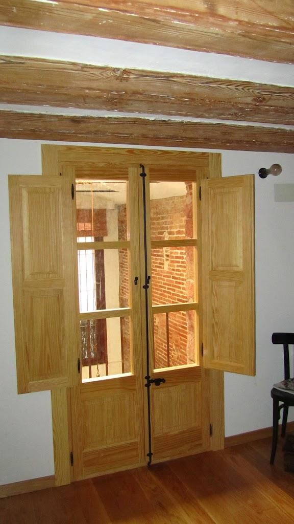 Ventanas de madera barcelona for Ventanas de aluminio con marco de madera