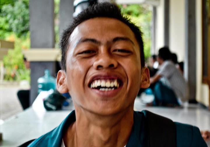 Senyummu lebih Super dari kata Mario Teguh