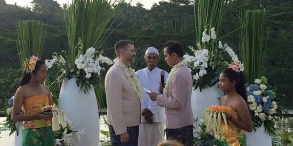 gambar pernikahan sejenis di bali.jpg