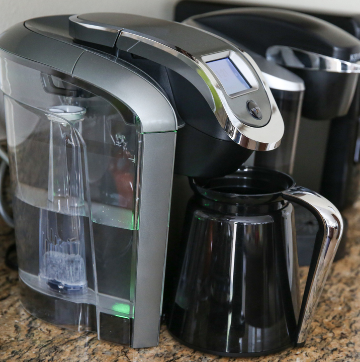 a photo showing the keurig 2.0 coffee maker with the carafe