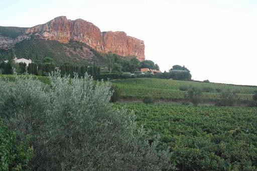 Les falaises du cap Canaille au crépuscule