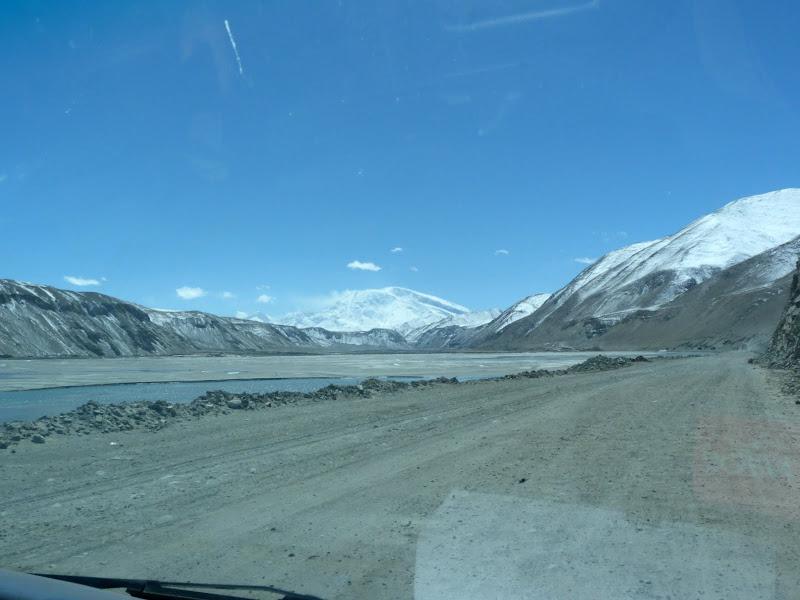 XINJIANG. Karakoram Highway, lune des plus haute route au monde, en passant a 4400 m - P1280495.JPG