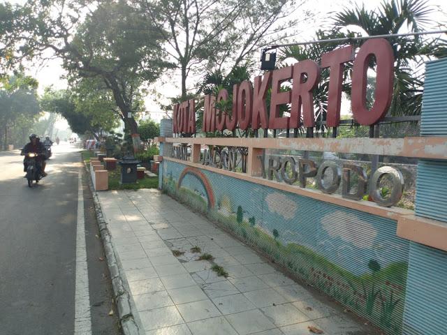Taman  Jln.Tropodo Kota Mojokerto