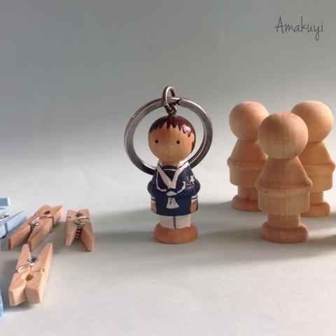 Muñecos-madera-personalizados-llaveros-handmade-comuniones-recordatorios