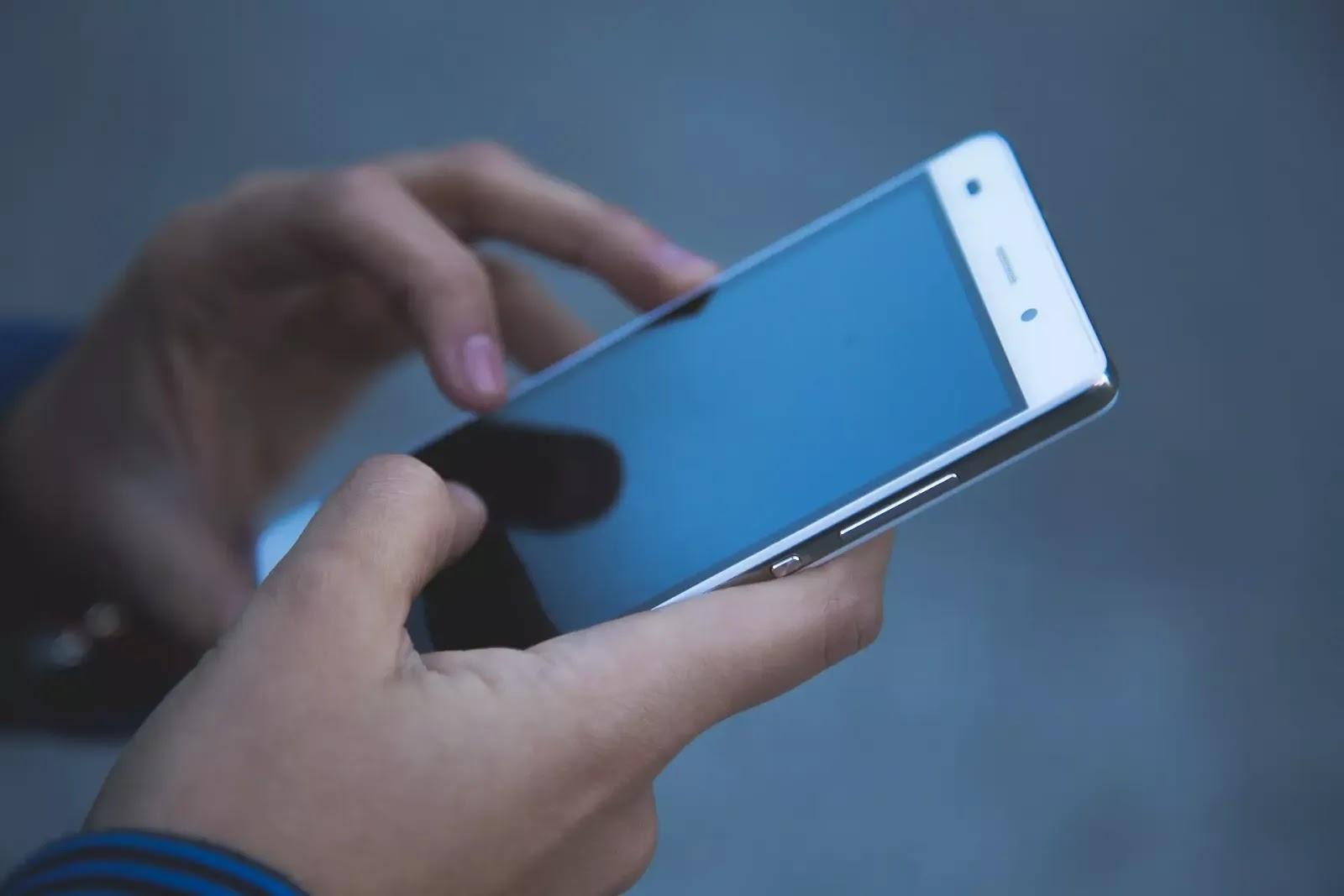 Remoção de líquido do auto-falante do smartphone