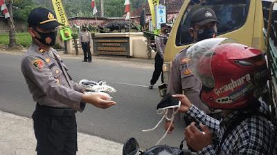 Ribuan Masker Dibagikan Ke Pengendara