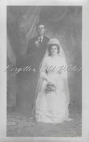 Unknown bridal couple DL ant