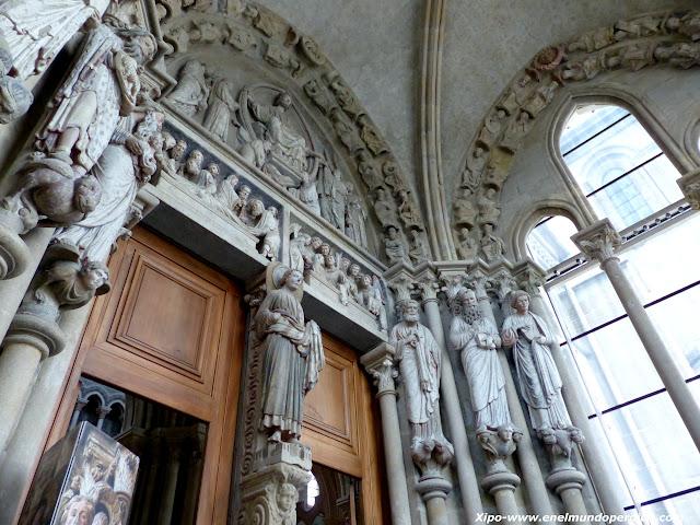 esculturas-catedral-lausana.JPG