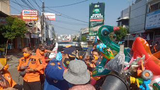 Songsong HUT Karawang, 38 Tim BPBD Tebar 388 Sembako dan 3.888 Masker