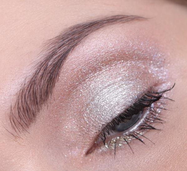 EyeshadowShinyPrettyThingsMAC10