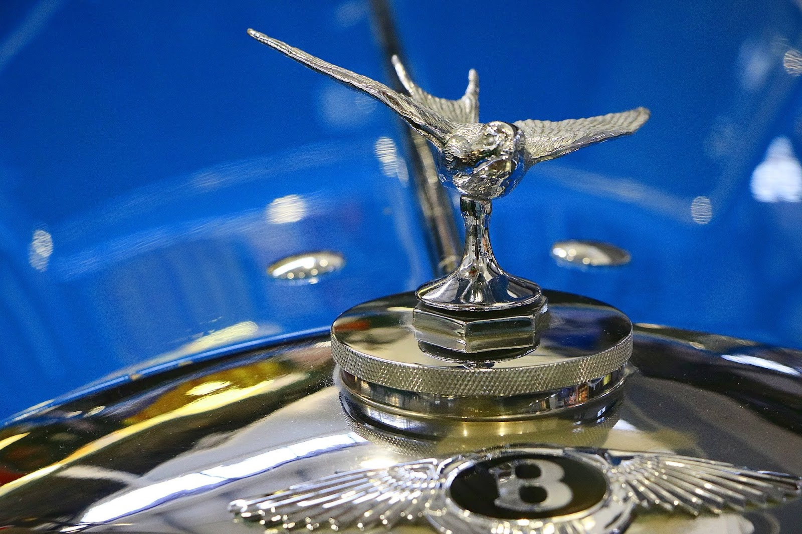 Donald Campbells 1937 Bentley 4 and a Quarter Bonnet Emblem.jpg