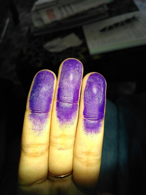What a beautiful tinted fingers.