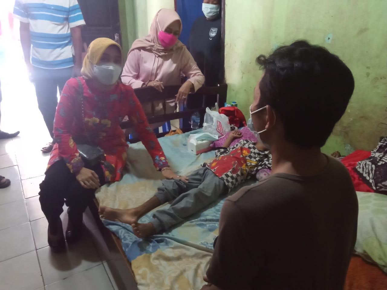 Wakil Bupati Cirebon Beri Bantuan kepada Bocah 9 Tahun Penderita Kangker Hidung