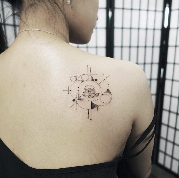 Este pequeno geométricas flor de lótus
