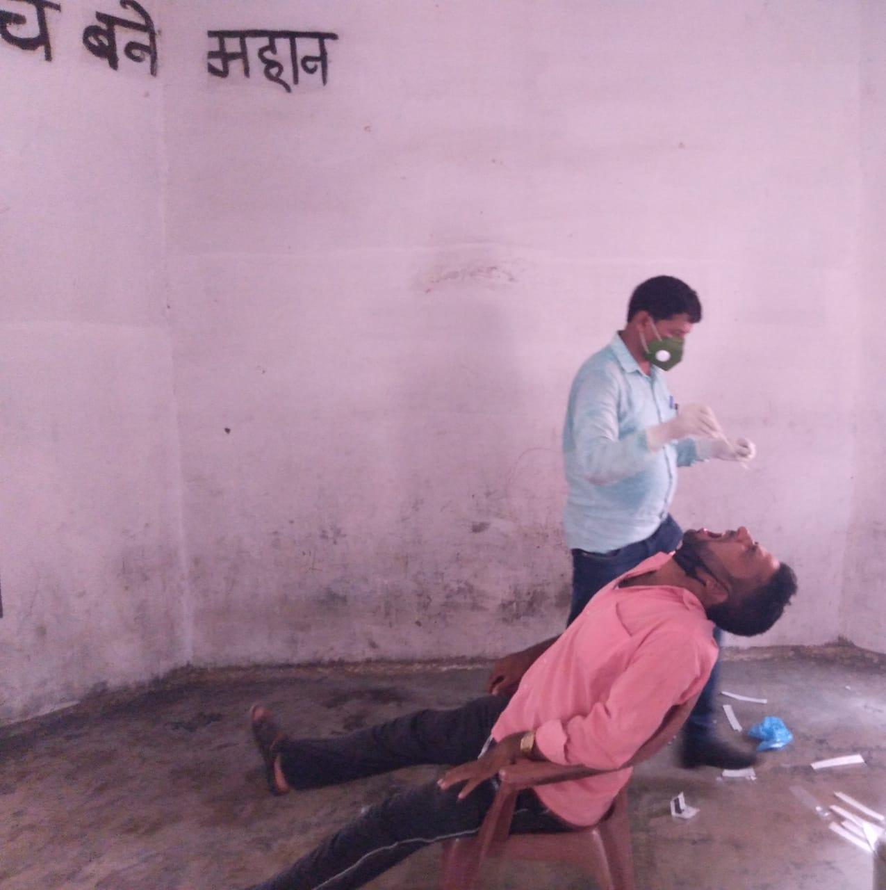 रामगढ़वा में विधालय में जांच कोरोना में एक साथ आठ कोरोना पॉजिटिव मरीज मिलने से हड़कंप
