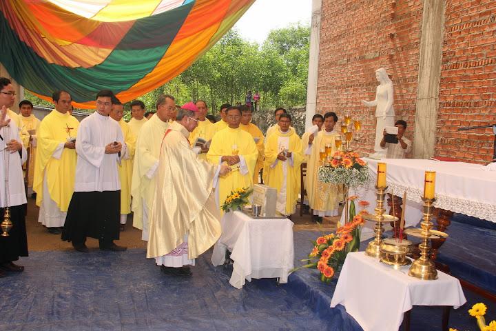 Hình ảnh thánh lễ đặt viên đá xây dựng nhà thờ Khánh Vĩnh