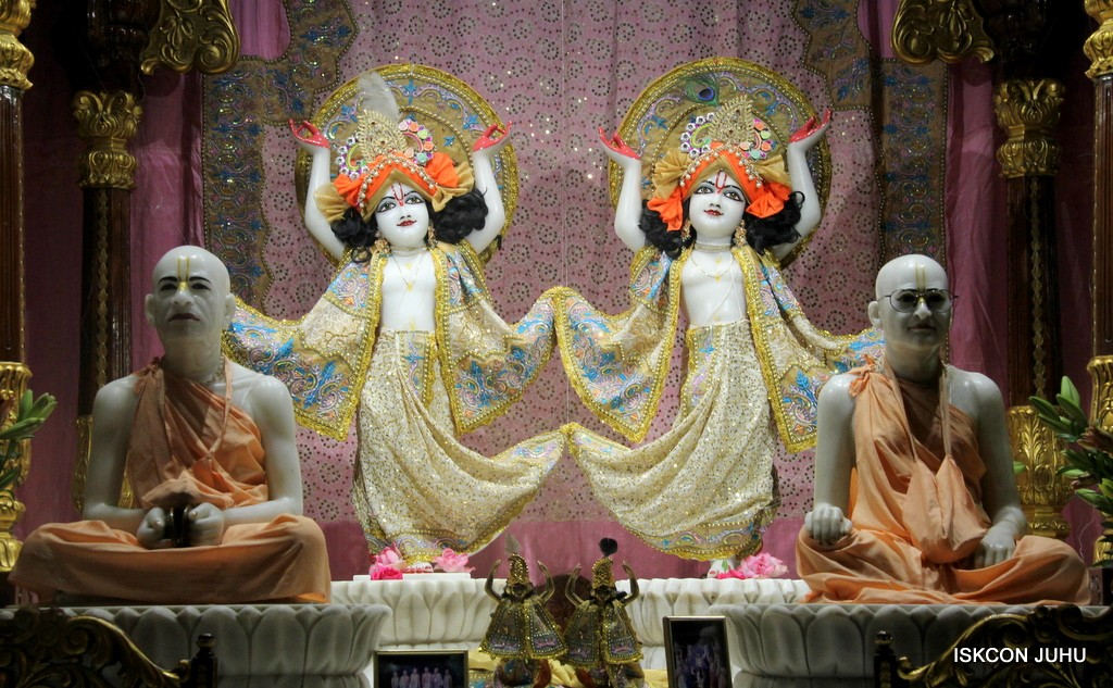 ISKCON Juhu Mangal Deity Darshan on 24 April 2016 (12)