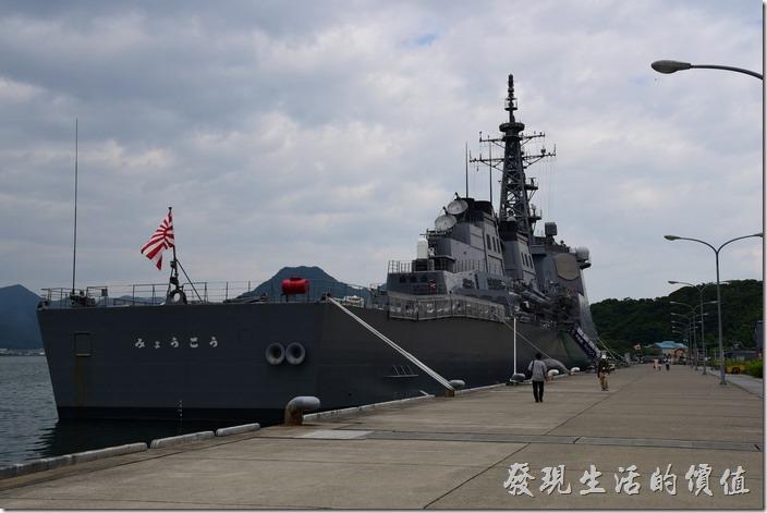 金剛級神盾飛彈驅逐艦(護衛艦)的「妙高山」的屁股。