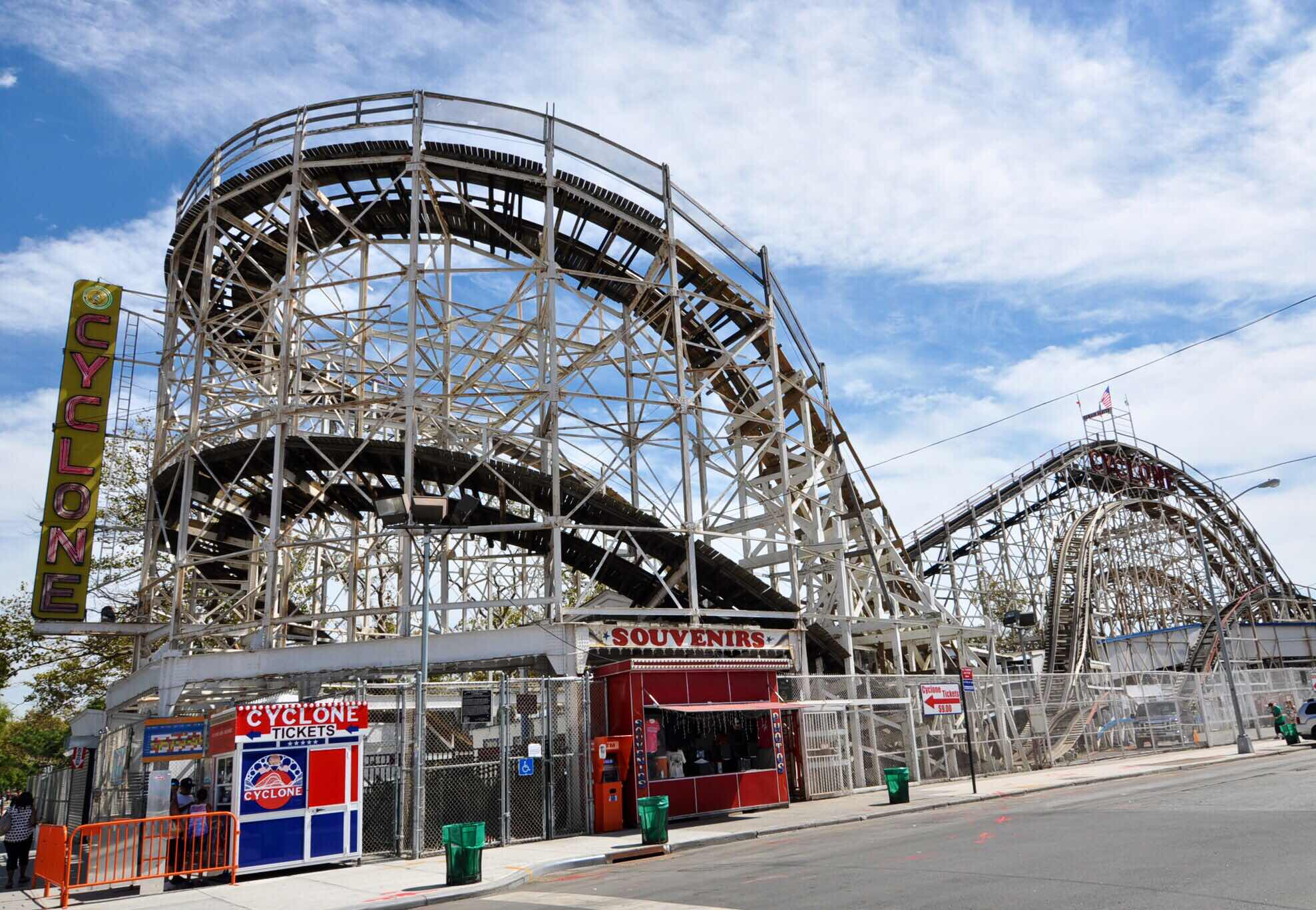 Monona Terrace Goes For Roller Coaster >> Lloydnalex S Blog A New Life In Peru Usa 2 Coney Island A Cure