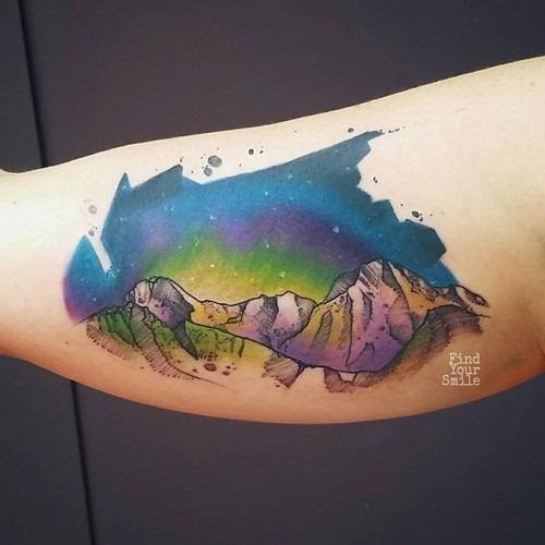 este_fenomenal_montanhas_e_espaço_de_tatuagem