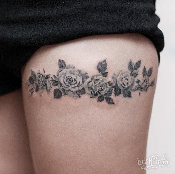 este_blackwork_floral_banda_na_coxa