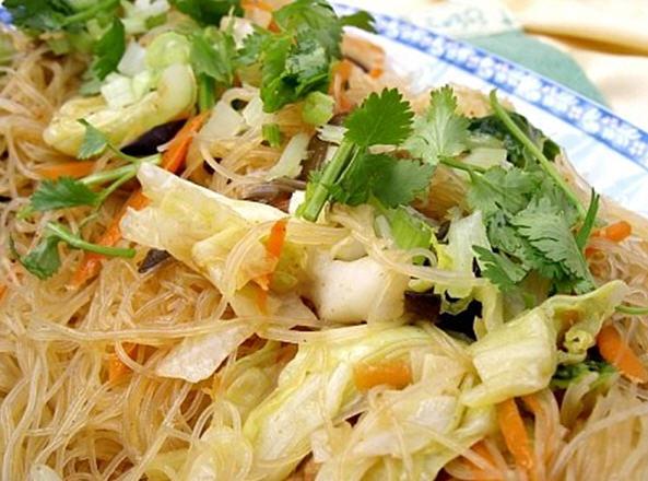 BÚN XÀO CHAY Vegetarian stir-fried rice noodles Vermicelles de riz sautées végétarien