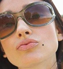 10 nốt ruồi may mắn trên cơ thể