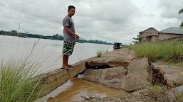 Turap Jebol, Puluhan Rumah Warga Terancam Terjun ke Sungai