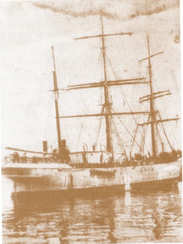La IBASA ya modificada para sus labores de factoria pesquera. Foto del libro El Ultimo Viaje y Otros Relatos Marineros.jpg