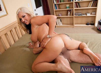 Dayna Vendetta_& Seth Gamble in_4