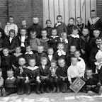 1910 Schoolklas met Jan Heijligers 2e rij van boven 2e van rechts.jpg