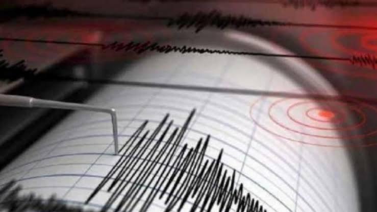 Earthquake in Delhi NCR: दिल्ली-एनसीआर में भूकंप, घरों से बाहर निकले लोग, 3.2 रही तीव्रता