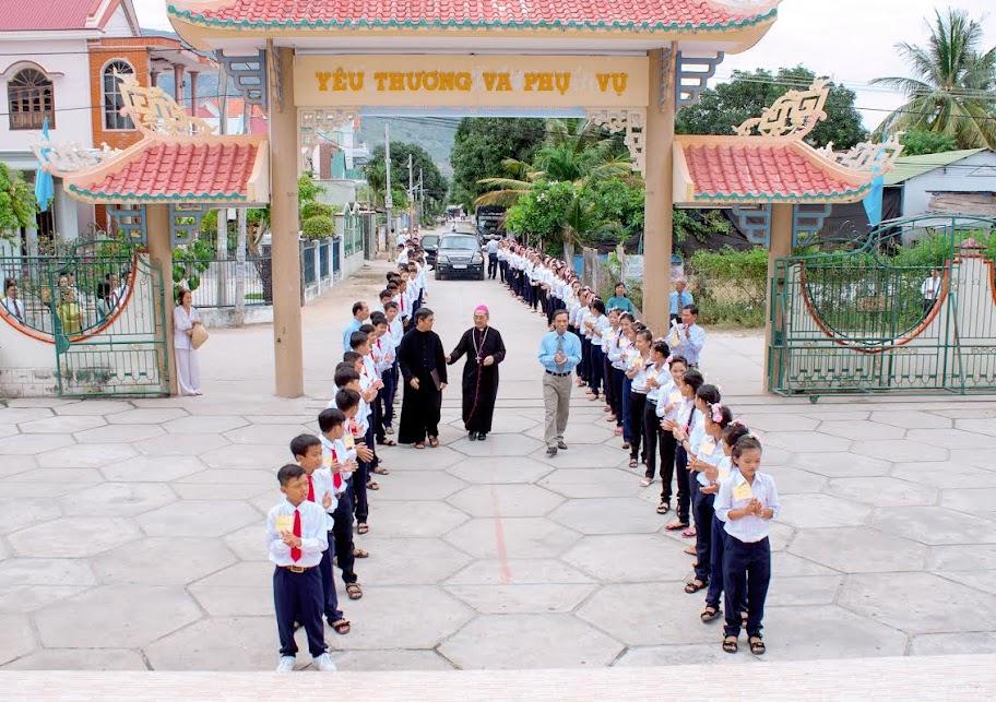 Hình ảnh thánh lễ và ban phép thêm sức tại Giáo xứ Tân Bình