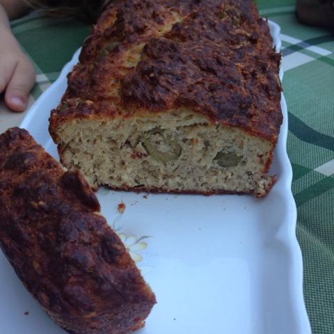 http://moments2filles.blogspot.com/2016/08/cake-au-thon-notre-recette-de-lete.html