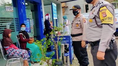 Personel Polsek Cimaragas Sosialisasikan Pentingnya Prokes, Secara Mobile
