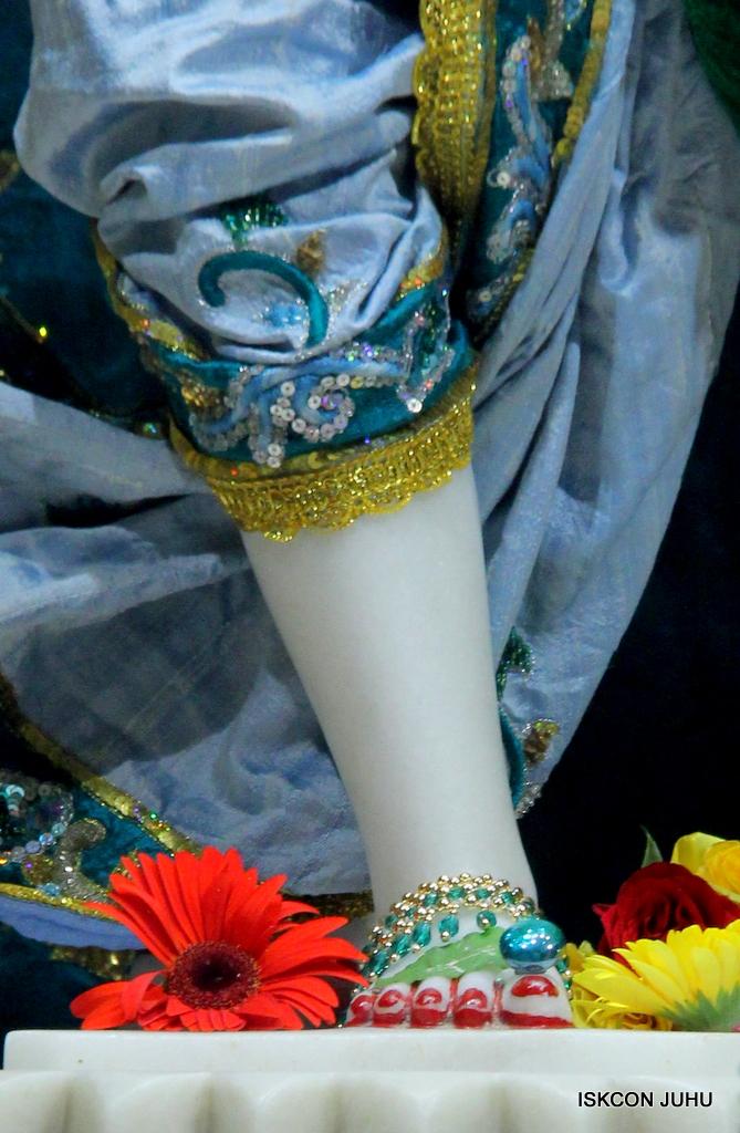 ISKCON Juhu Sringar Deity Darshan on 25th Oct 2016 (43)