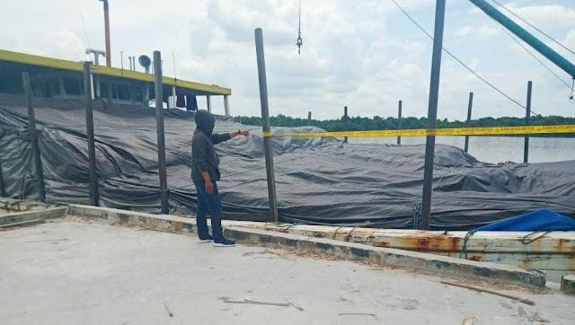 Bongkar Muat di Dermaga Ini, Kapal Beserta Muatan Digaris Polisi